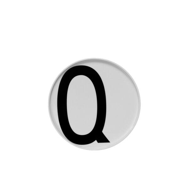 Design Letters - Porcelænstallerken Designletters, kun I, Q