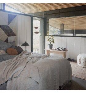 OYOY Living Design - Gobi sengetæppe, Hvid/Antracit